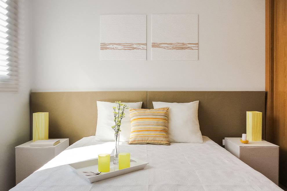 Petite chambre au design simple