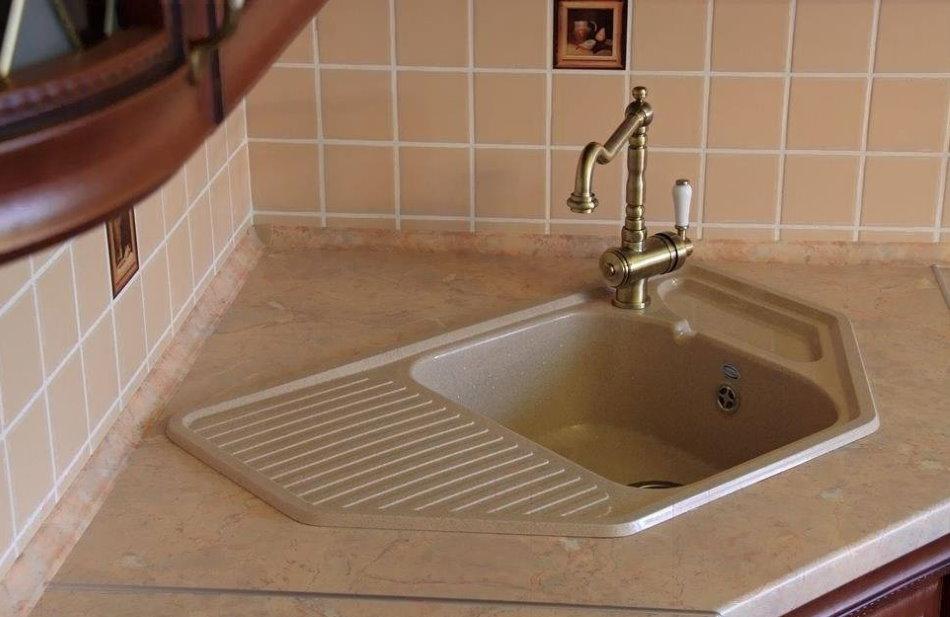 Évier d'angle avec lave-vaisselle