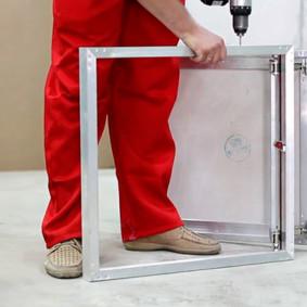 Perçage des trous de montage dans le cadre de la trappe de pression
