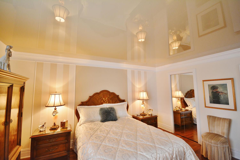 plafonds suspendus dans la conception de la chambre