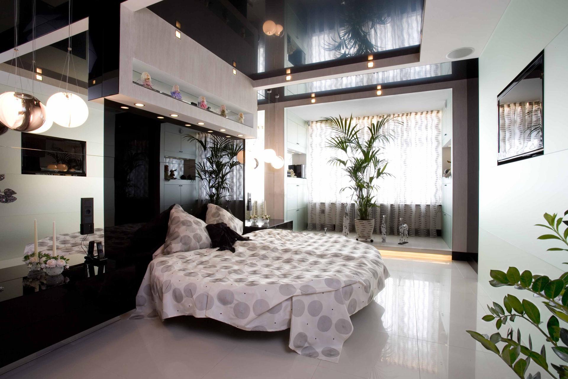 plafonds tendus dans la chambre brillant