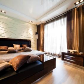 plafonds suspendus dans la vue d'ensemble de la chambre