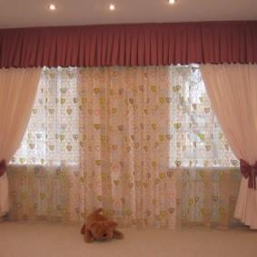 rideaux dans le hall sur deux fenêtres photo design