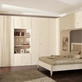 niche de cloison sèche dans la photo intérieure de la chambre