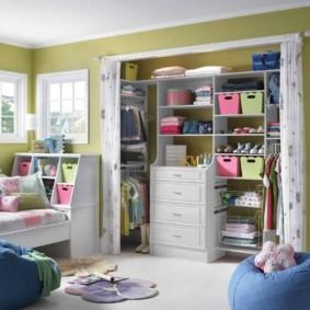 examen de niche de cloison sèche de chambre à coucher