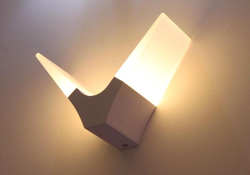 Veilleuse LED sur le mur de la chambre