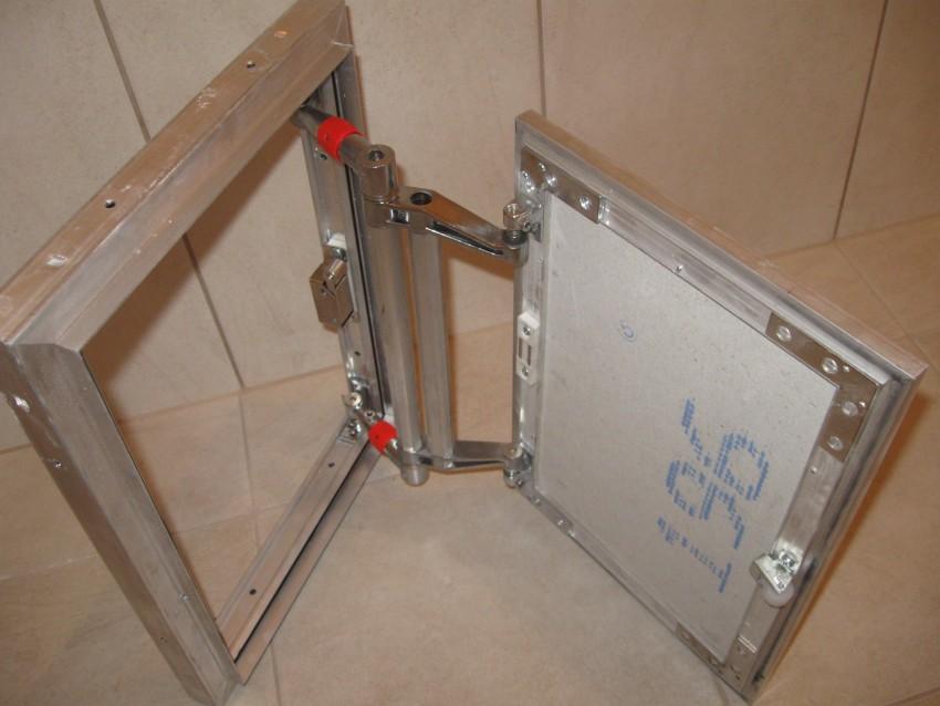 Trappe en acier carrelée avec corps galvanisé
