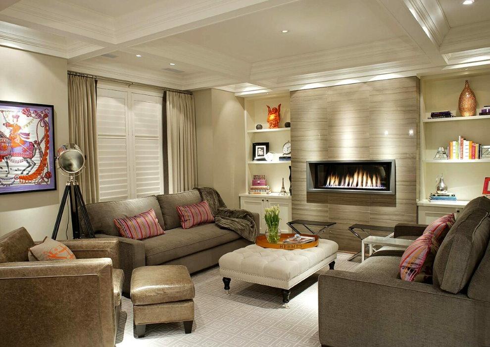 Éclairage dans le hall avec deux fauteuils et un canapé