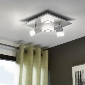 éclairage de la pièce à l'intérieur de l'appartement