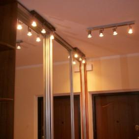 pièces d'éclairage dans la conception de l'appartement