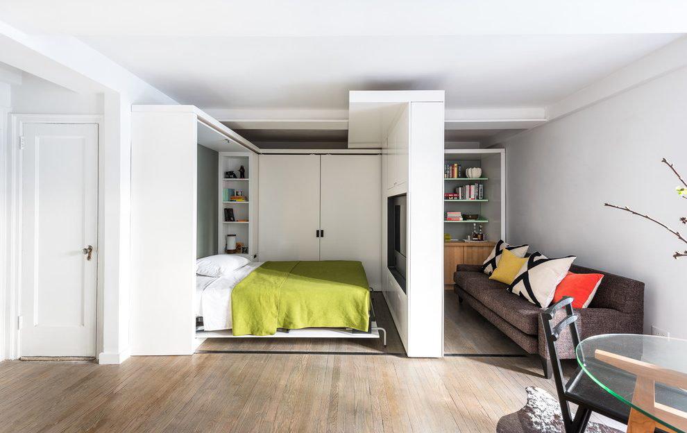 Cloison mobile dans le salon d'un appartement en ville