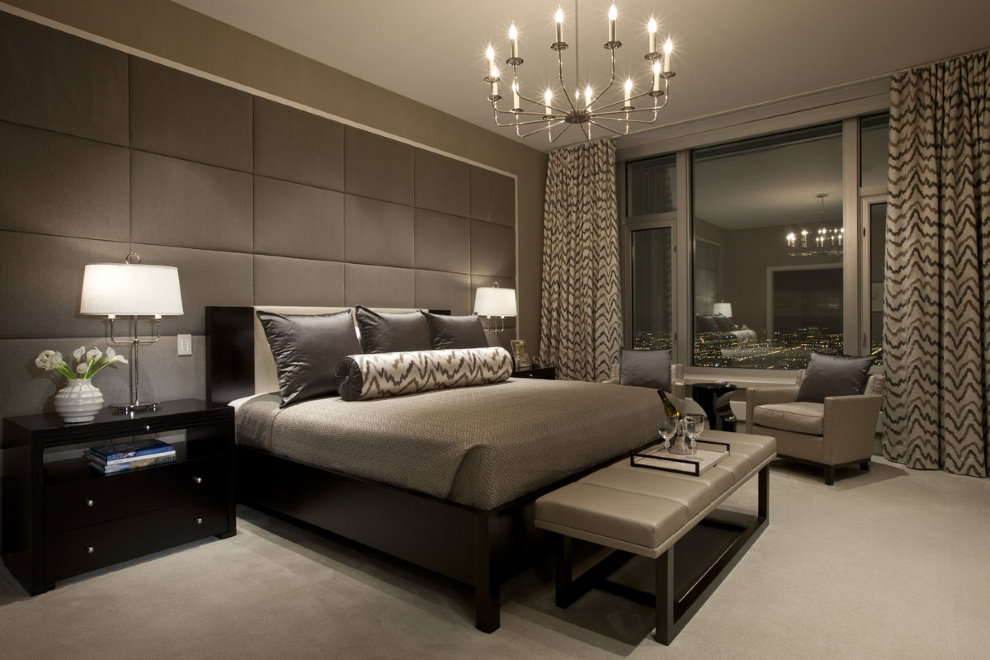 Nuances de chocolat à l'intérieur d'une chambre moderne