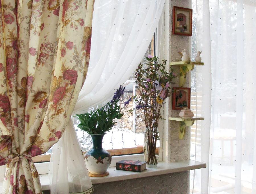 Imprimé floral de style rideau provençal