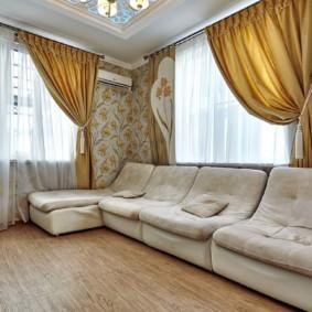 rideaux dans le salon beige