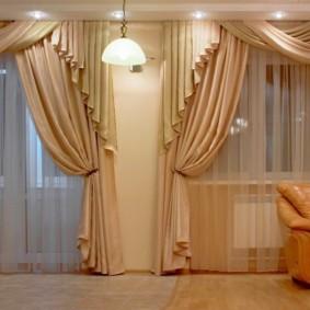 rideaux dans le hall sur deux idées de décoration de fenêtres