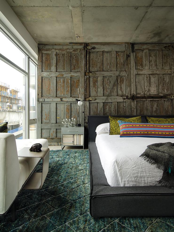 Cloison de vieilles portes en bois dans une chambre