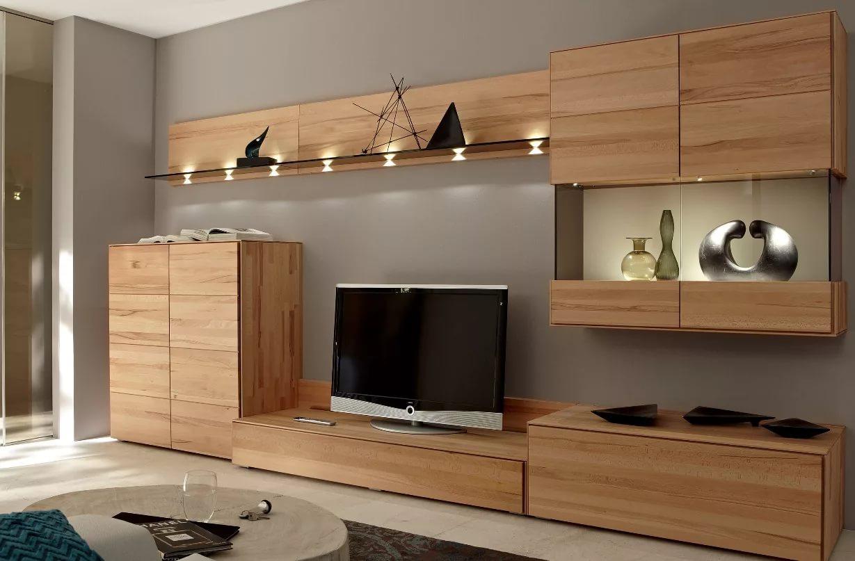 Mur TV dans le salon en bois