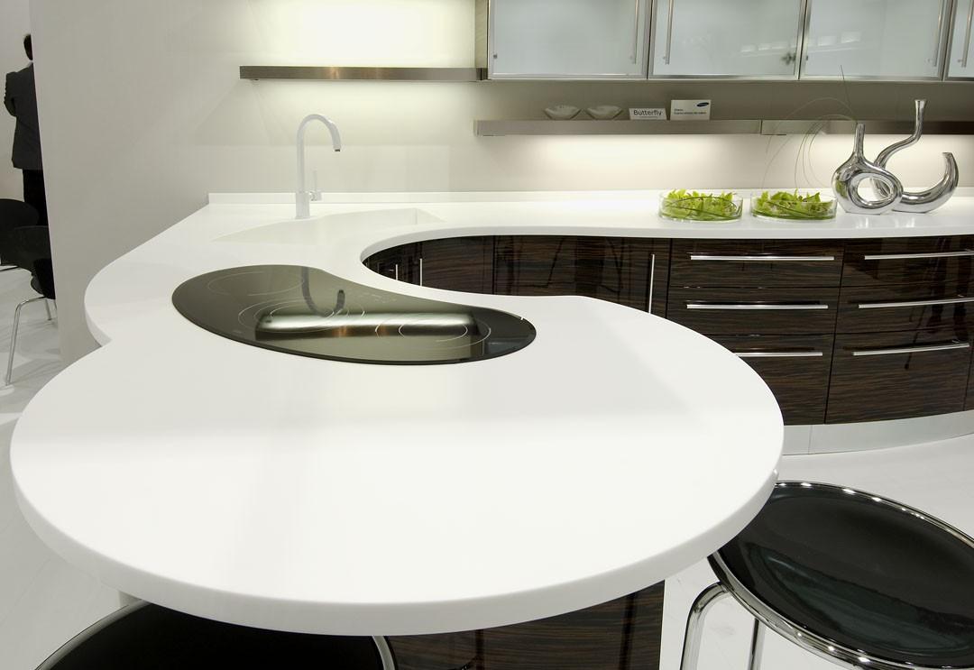 table en acrylique dans la cuisine