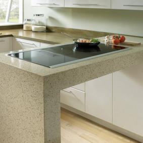table en pierre artificielle dans les options de cuisine