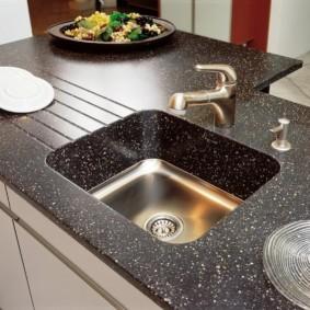 table en pierre artificielle dans les options de photo de cuisine