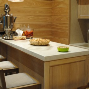 table en pierre artificielle dans l'aperçu de la cuisine