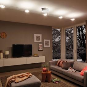 Vị trí tuyến tính của đèn trên trần phòng khách