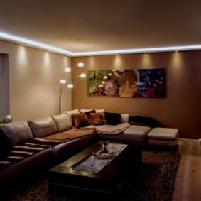 Đèn LED chiếu sáng xung quanh chu vi của trần nhà