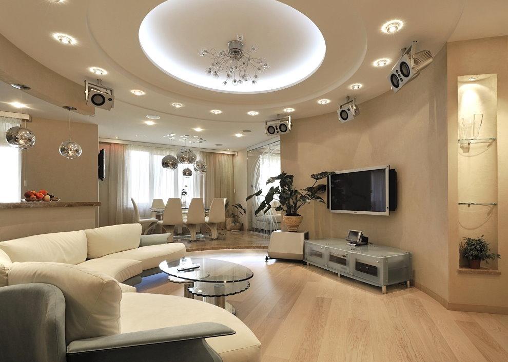 Đèn chiếu sáng trên trần hai tầng của phòng khách