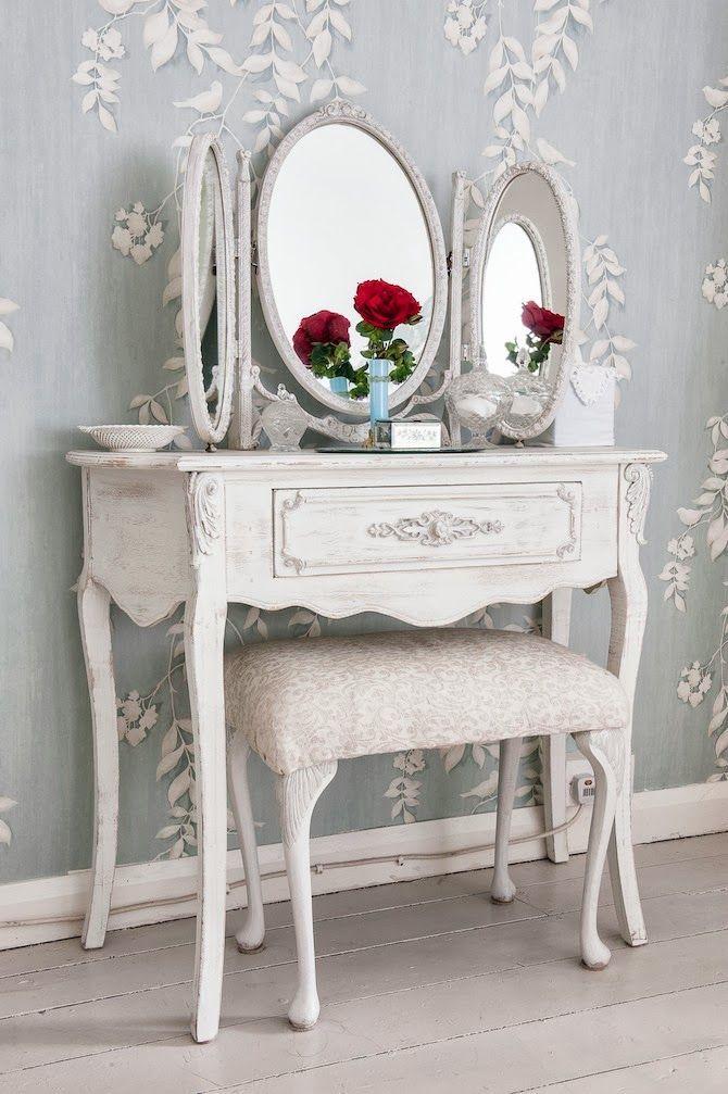 Coiffeuse avec triple miroir pour une chambre Provence