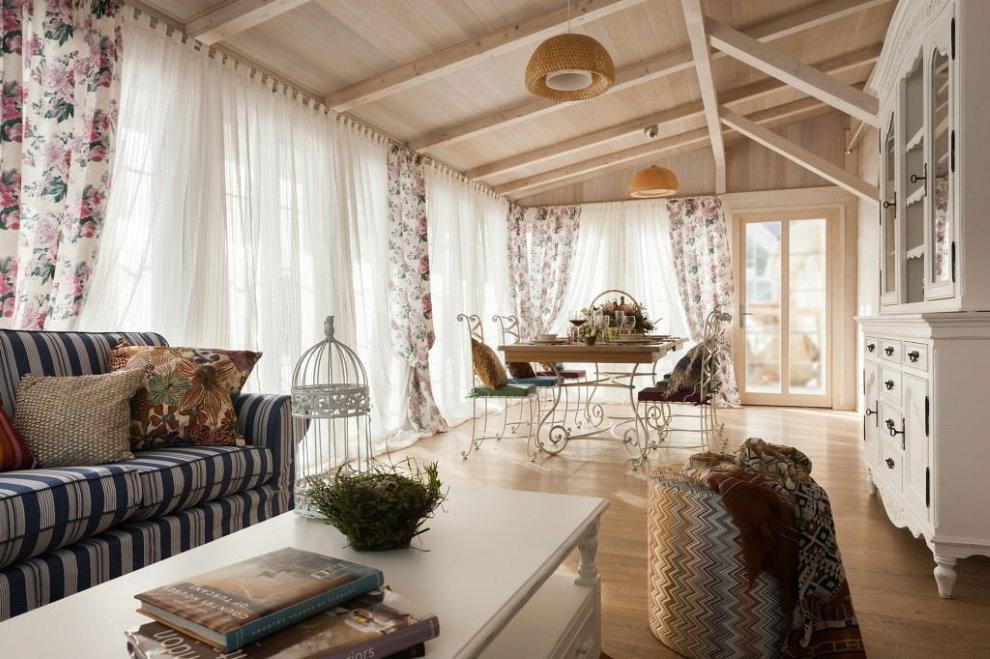 Décor de fenêtre en tulle de Provence