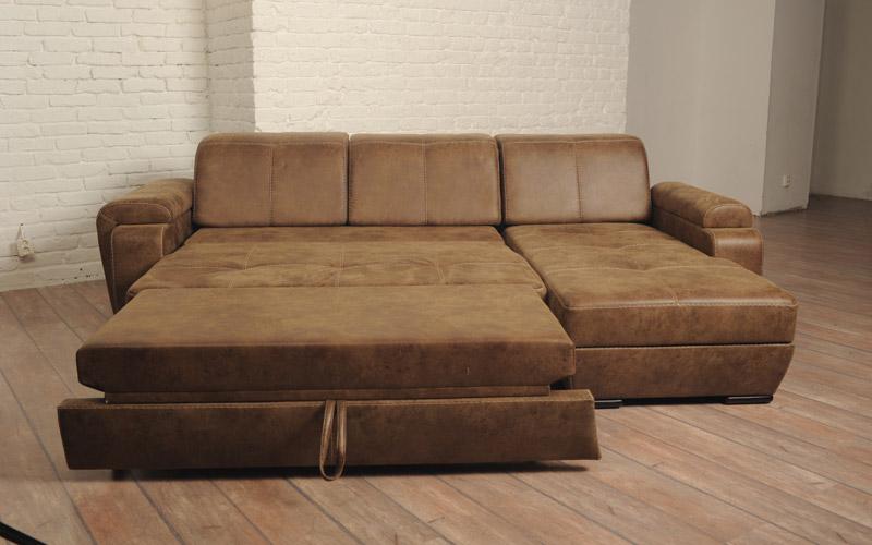 canapé d'angle dépliable dans le salon