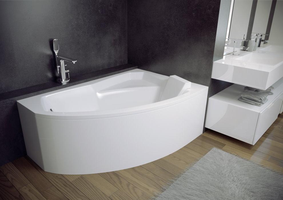 Bol de bain blanc dans une pièce aux murs gris