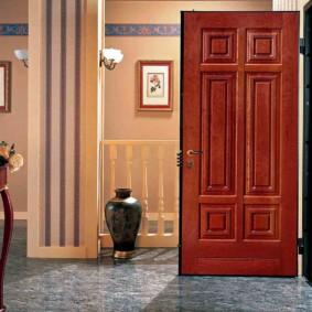 portes d'entrée à l'intérieur de l'appartement