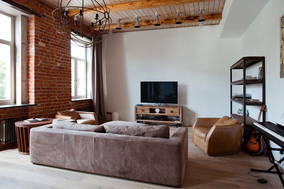 Intérieur de style loft avec mur de briques