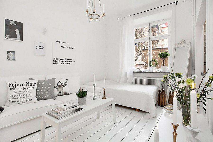 Lit dans le hall 18 mètres carrés avec des murs blancs