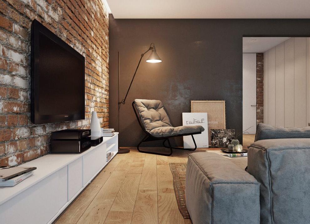 Télévision noire sur un mur de briques