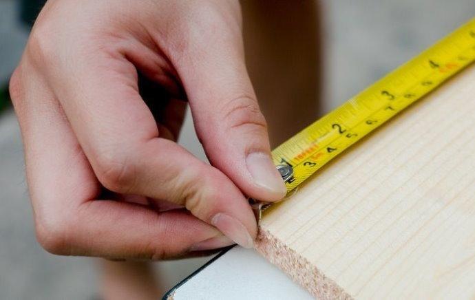 Mesure de la longueur de la doublure pour calculer la doublure du balcon