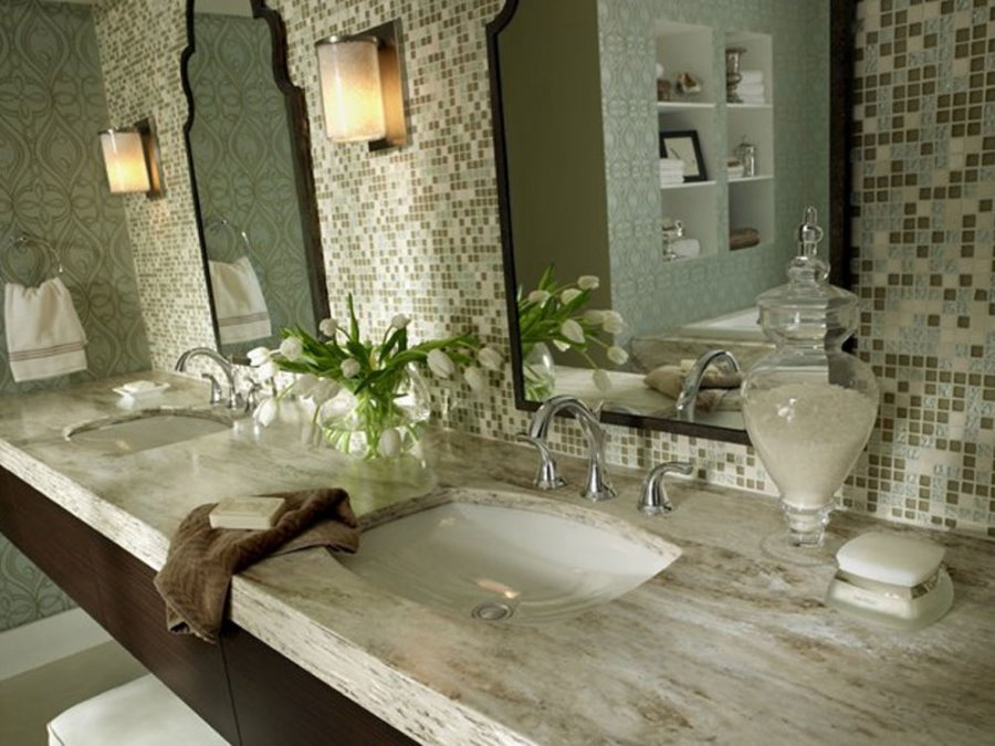 Mặt bàn trong phòng tắm có hai bồn rửa