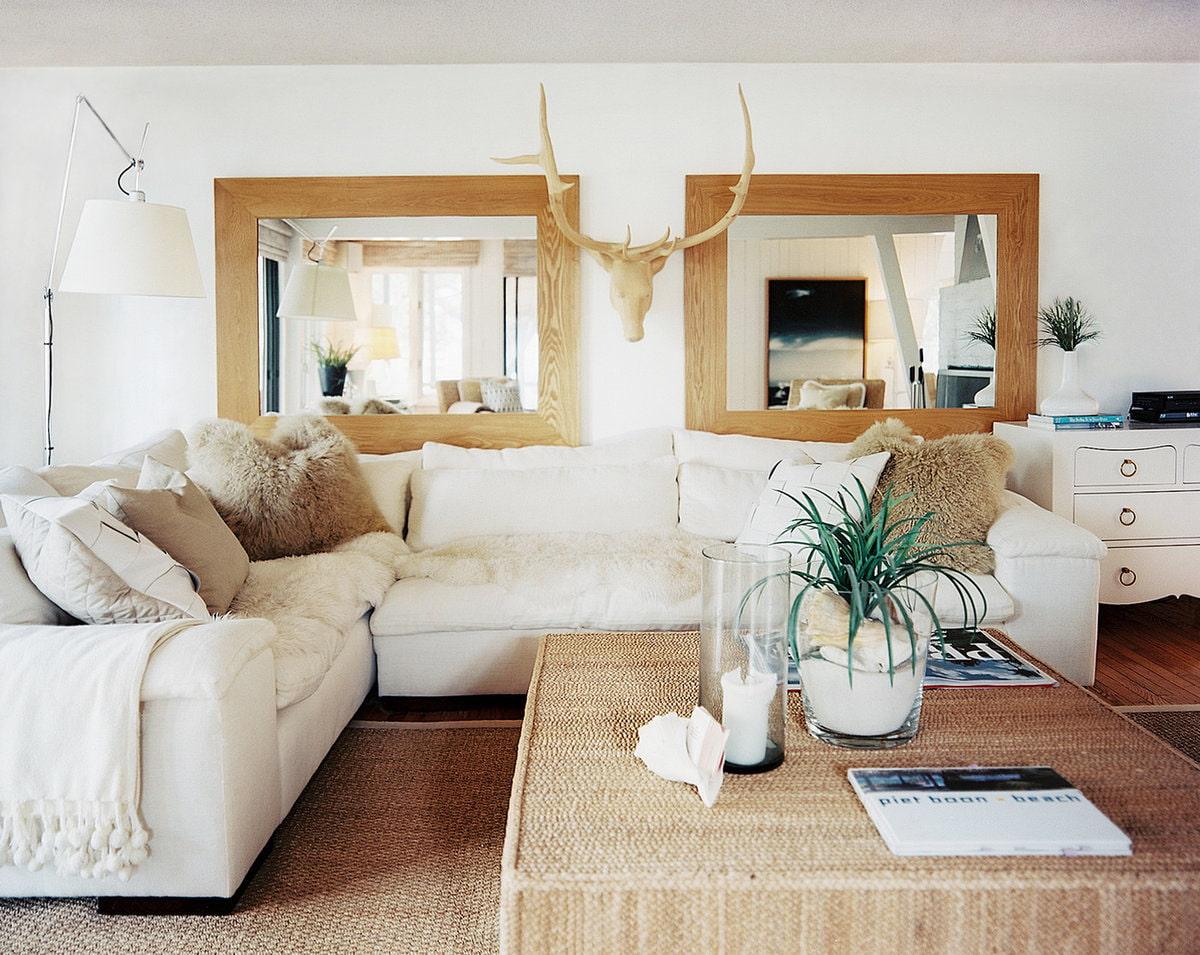 gương trong nội thất phòng khách trong khung gỗ