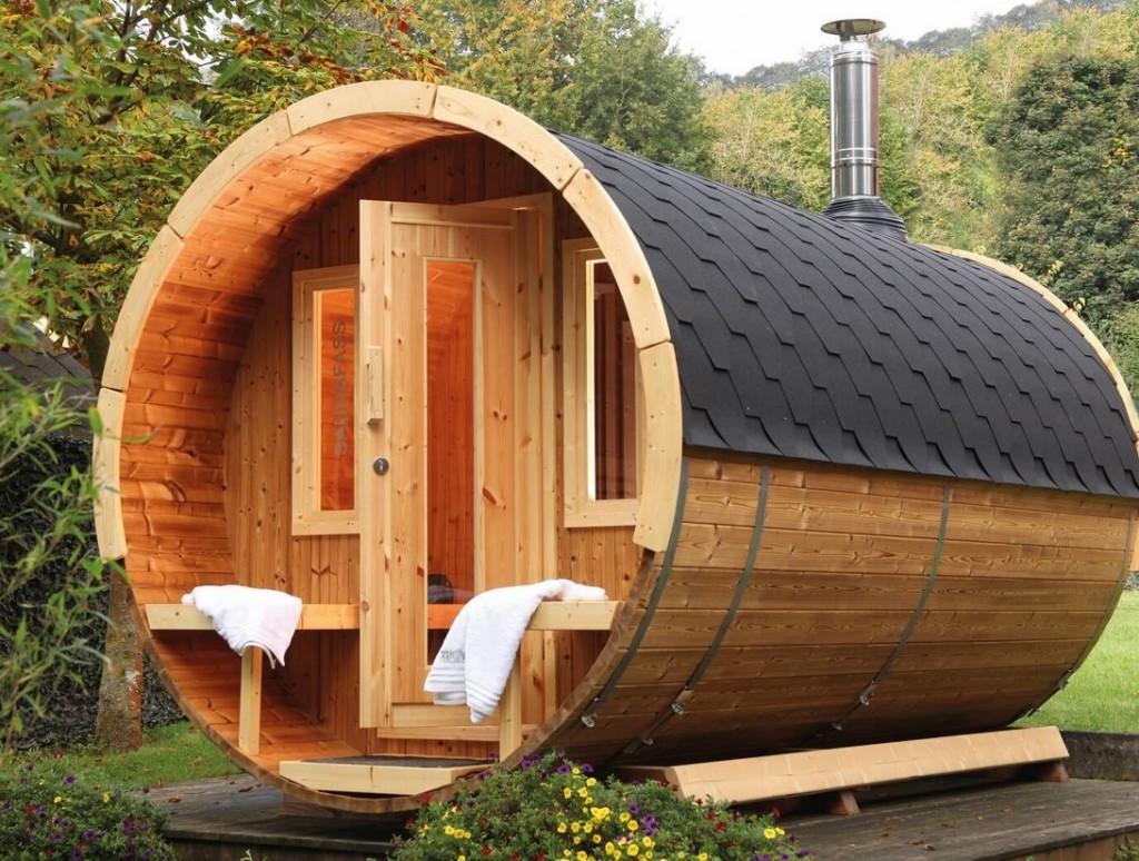 Baignoire en bois en forme de tonneau