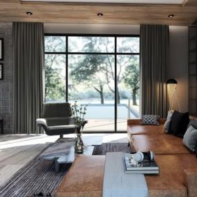 Rideaux gris dans une pièce avec un plafond bas.