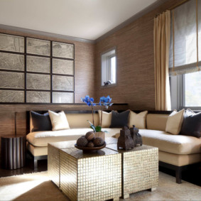 Papier peint marron dans le salon