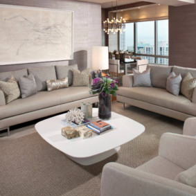 Aire de repos avec des meubles rembourrés