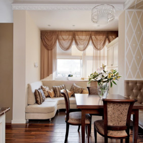 Coin salon confortable avec canapé d'angle