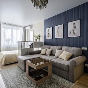 Sofa góc trong phòng khách với một bến