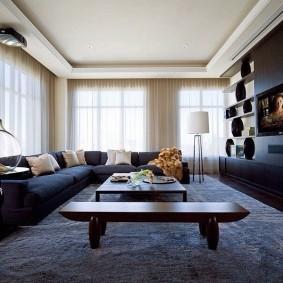 Sofa rộng rãi trong góc phòng khách