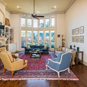 Thảm Ba Tư trên sàn phòng khách