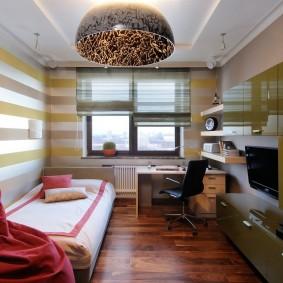 Mur de meubles avec façades brillantes