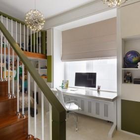 Escalier en bois dans une chambre d'enfant