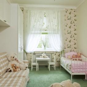 Une chambre confortable pour une petite fille